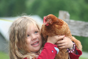 Ronja mit Huhn