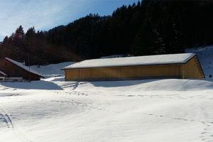 Stall und halbe Hütte